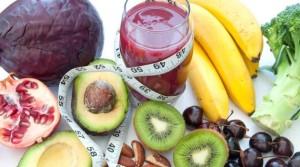 la dieta detox incluye frutas, verduras de hoja verde, leches vegetales, frutos secos y semillas